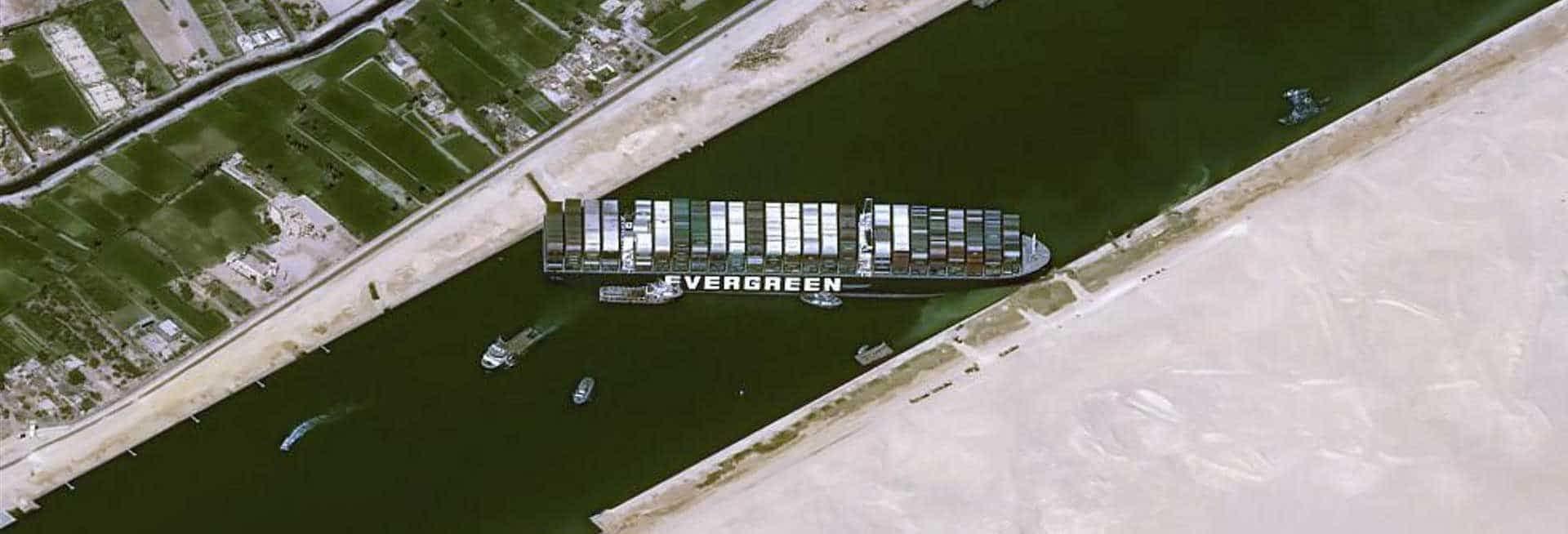 Containerschiff blockiert Suez Kanal