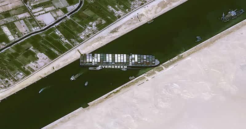 Suez Kanal blockiert durch Containerschiff