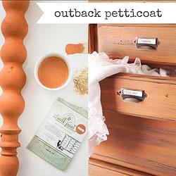 Miss Mustard Seed´s Milk Paint im Farbton Outback Petticoat, einem soften Orange.