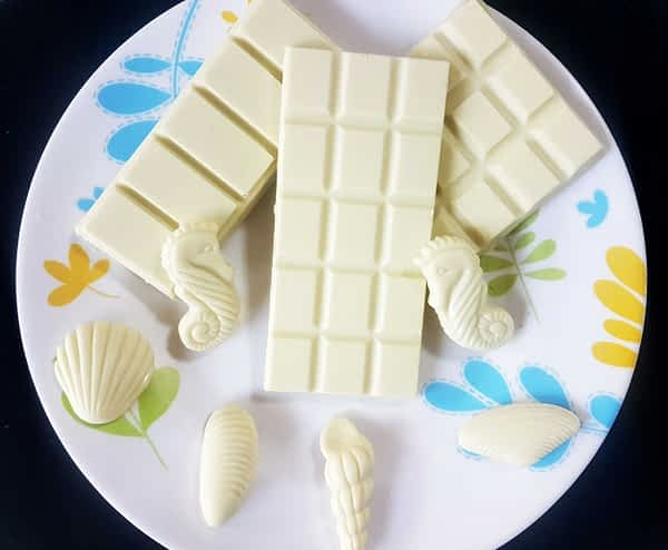 White chocolate bars and shapes on a plate.