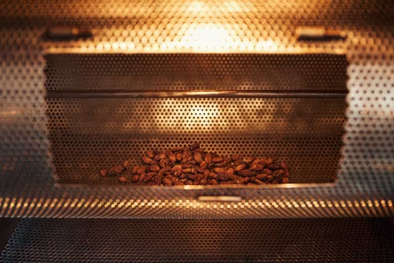 Equipment for roasting cocoa