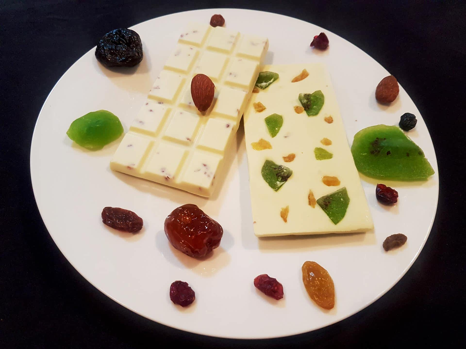 Fruity white chocolate surrounded by candied fruit.